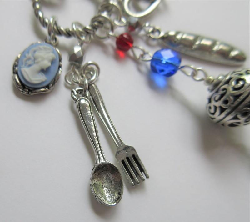 Les Miserables Necklace detail