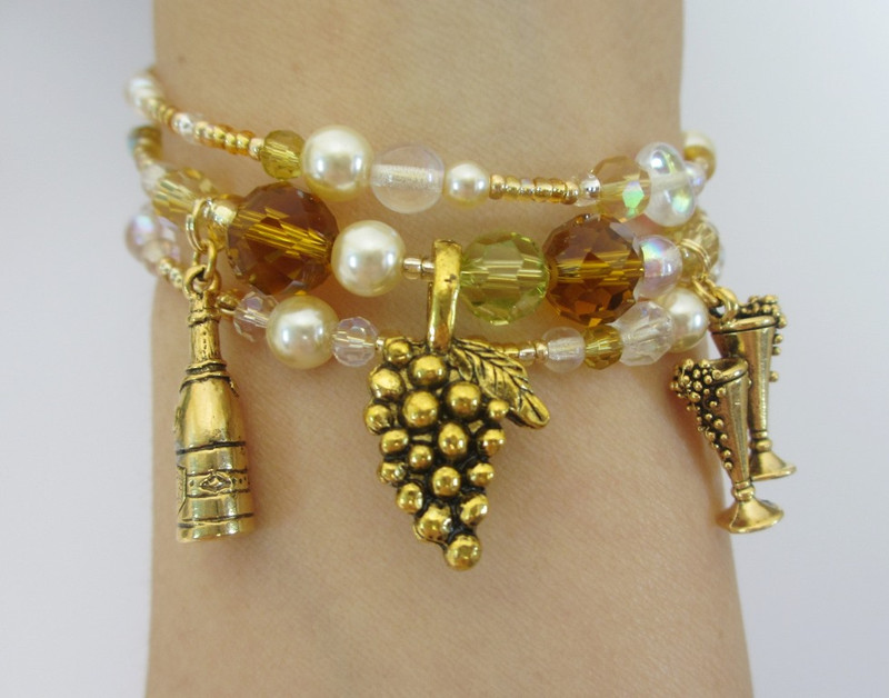 Golden beads and crystals evoke the sparkling colors of champagne.