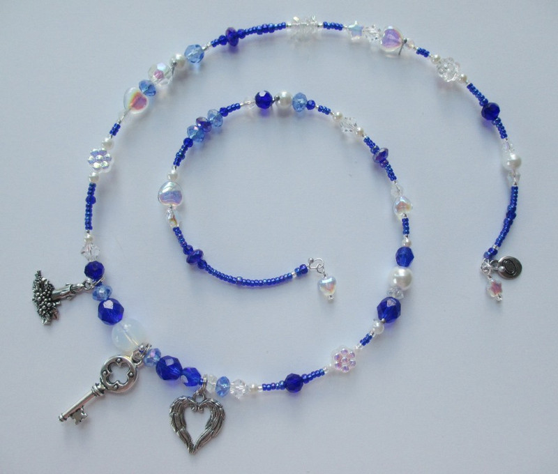 Blue crystals and elegant cobalt glass beads to set the scene of the deep and beautiful winter night. Clear crystals bring to mind the sparkle of snowflakes and glass stars symbolize starlight.