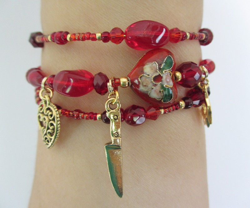 Beads of ruby and garnet red evoke Tosca's loving heart and the violence that results from an impossible situation.