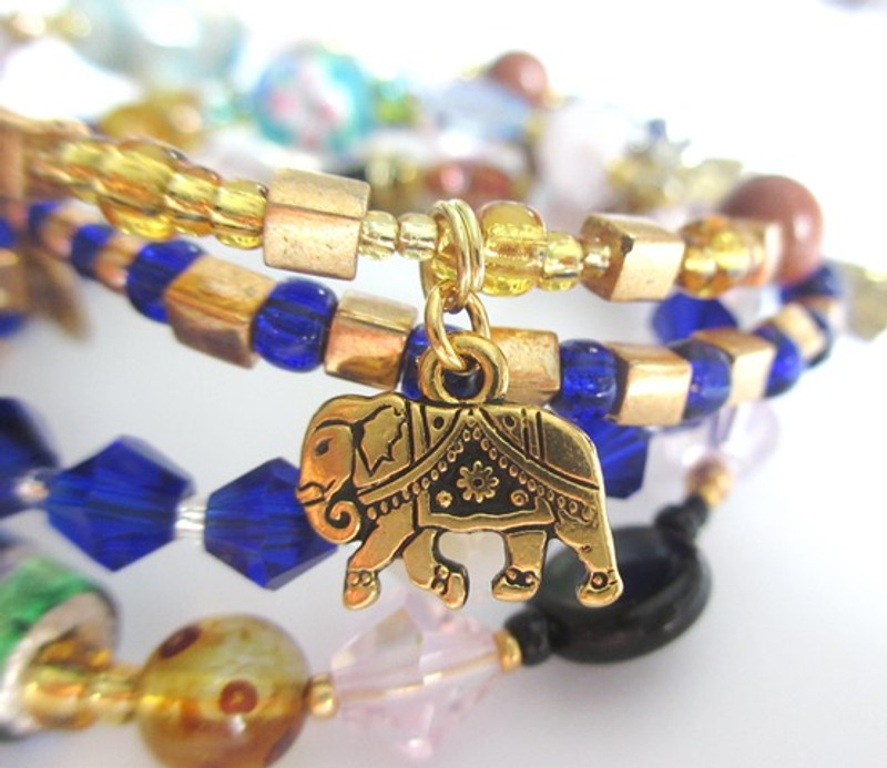 How does a bracelet tell the story of Aida?