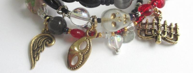 A bracelet tells the story of The Phantom of the Opera?