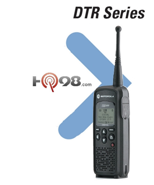 The Motorola DTR550 digital on-site portable two-way radio operates at 900 MHz and offers enhanced communication options, including Digital One-to-One Calling and Digital One-to-Many Calling (Public Group and Private Group).