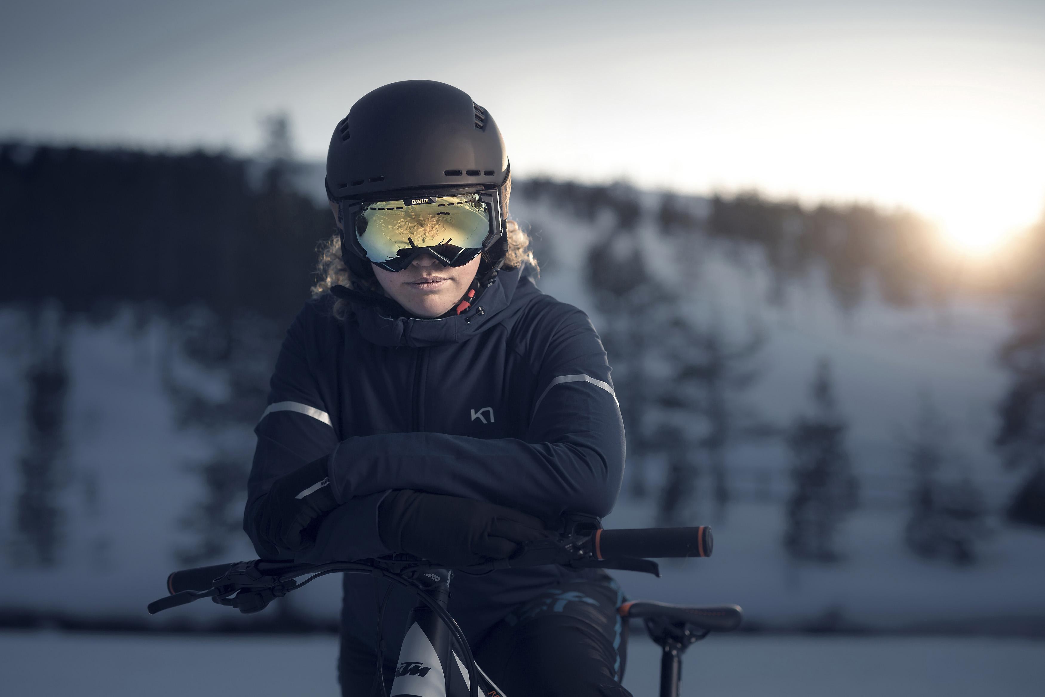 32440-19-carver-55603-10-gravity-bliz-ski-goggles-snowboard-ski-helmet-goggles-action1.jpg