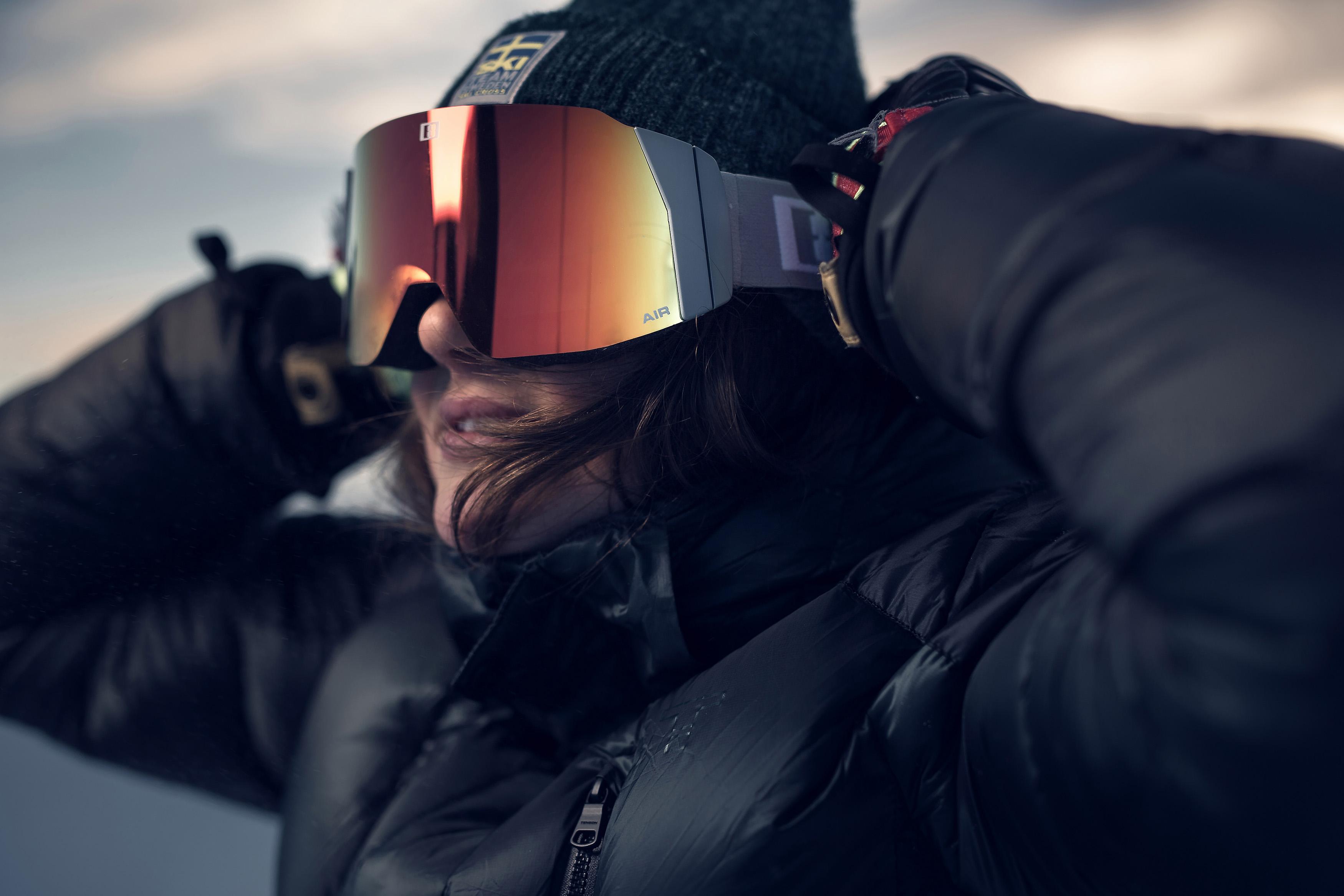38097-84-air-bliz-ski-goggles-white-skicross-goggles-alexandra-edebo-lifestyle2.jpg