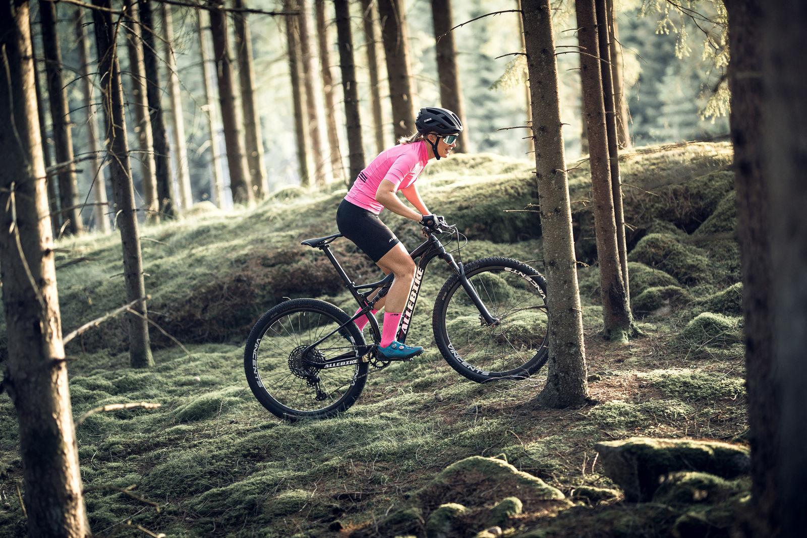 52905-13-fusion-56903-10-omega-helmet-bliz-sunglasses-cycling-mtb-matt-black-sportsglasses-action2-medium.jpg