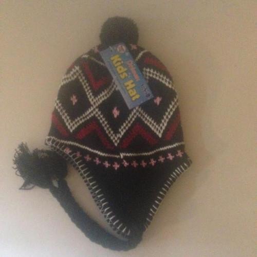 Unisex Kids Hat With Pom Pom BLACK