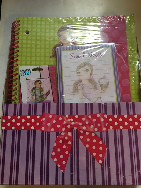 Totally Me Gift Set inclues: Magnetic Page Markers, Magnetic List Pad & Large Sp