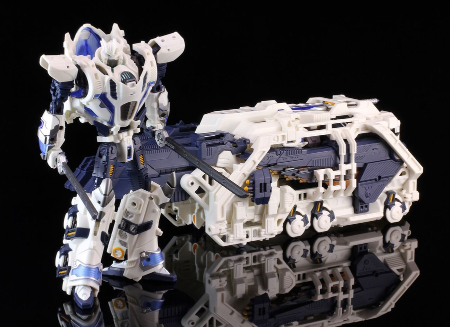 Mastermind Creations R-11 Seraphicus Prominon Core Robot and Power Cradle Upgrade Set