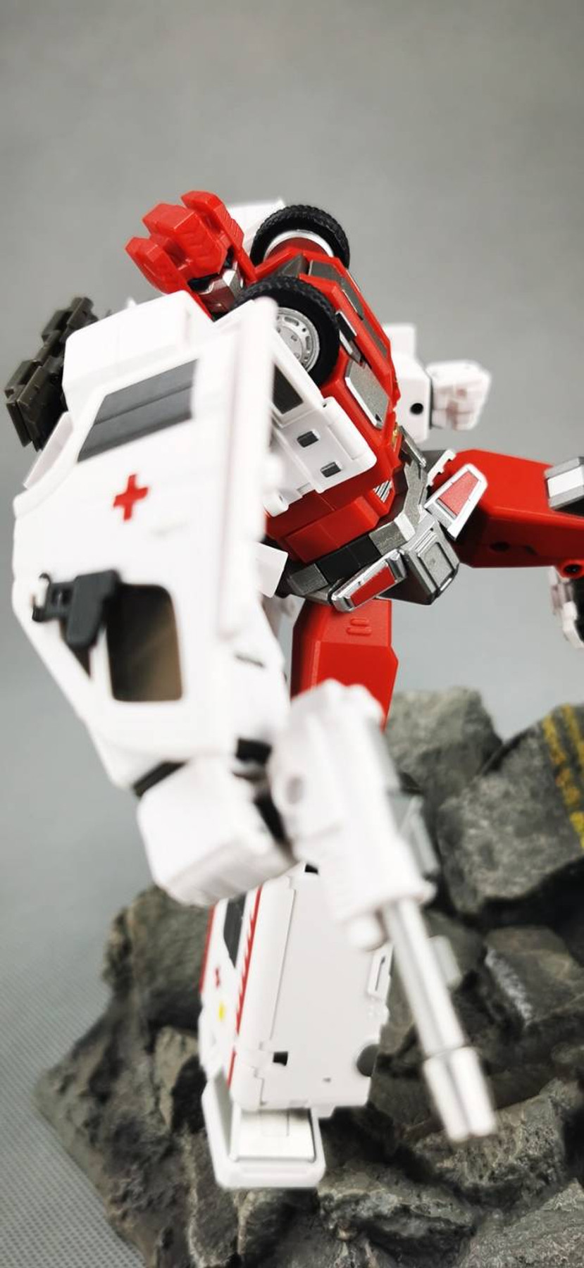 Generation Toy - Guardian - GT-08C Bulance