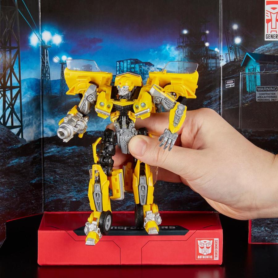 Transformers Generations Studio Series - Deluxe Bumblebee