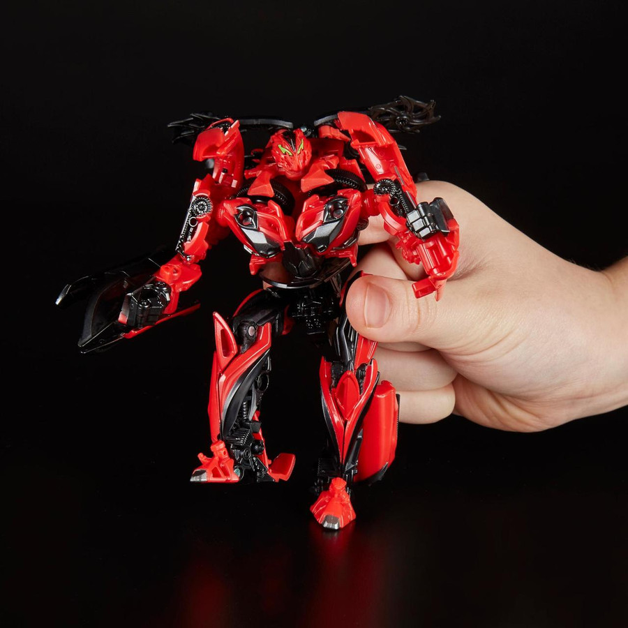 Transformers Generations Studio Series - Deluxe Stinger