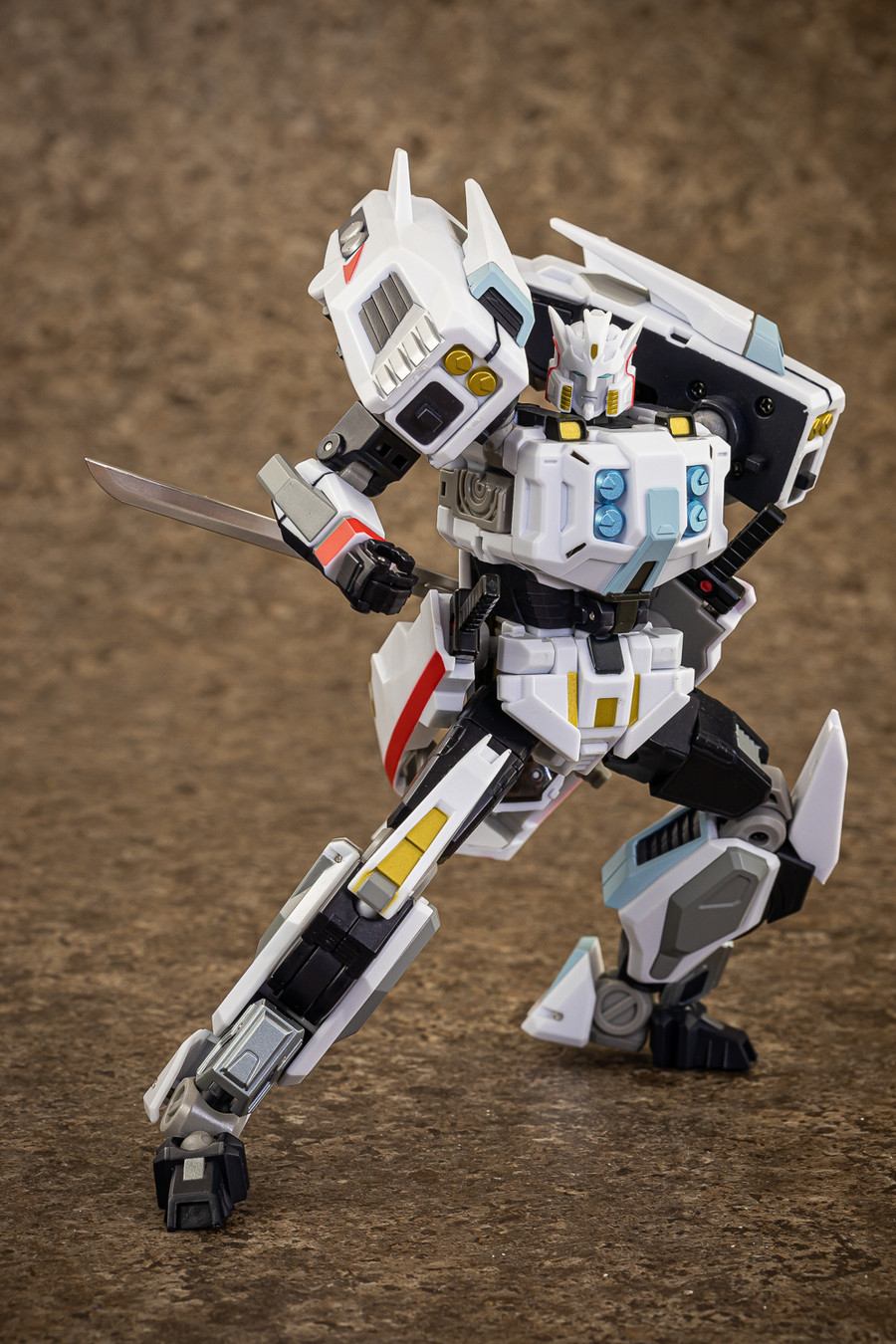 Mastermind Creations - Reformatted R-32R - Stray RE-edited