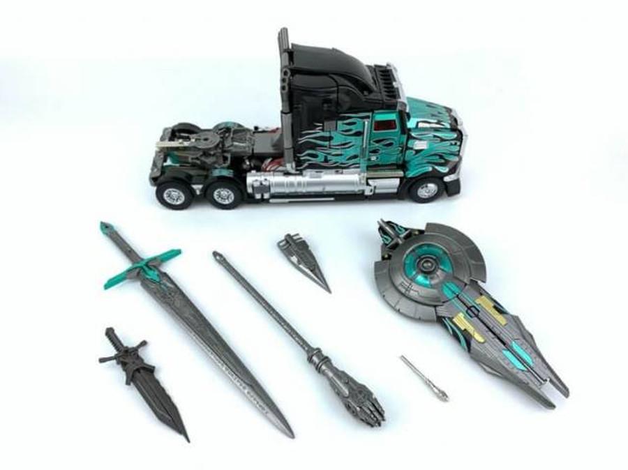 Unique Toys - R-02B Challenger - Black Version