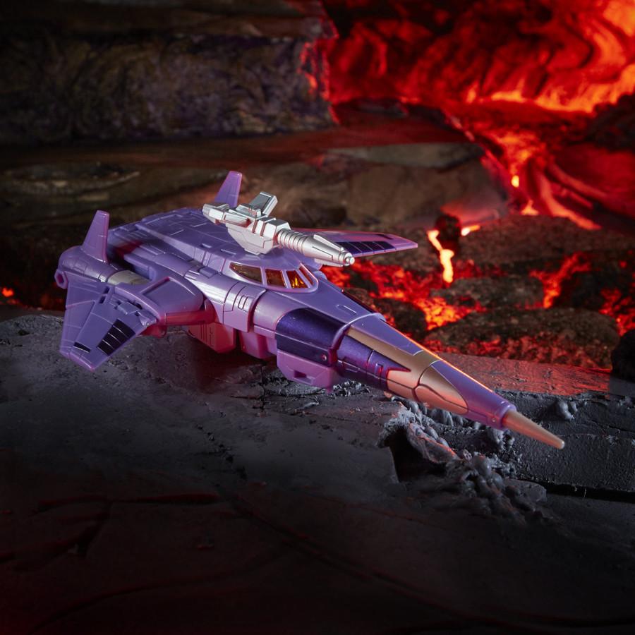 Transformers War for Cybertron: Kingdom - Voyager Class Cyclonus