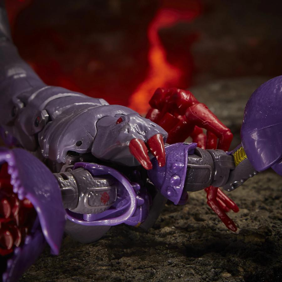 Transformers War for Cybertron: Kingdom - Deluxe Predacon Scorponok (2nd Shipment)