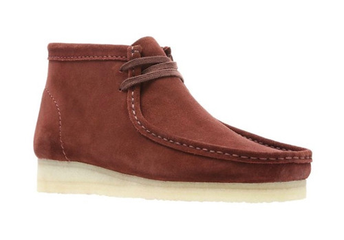 Men's Wallabee Boots, nut brown suede.The Wallabee has become an iconic classic in the Clarks Originals collection across the globe thanks to its moccasin construction and structural silhouette.Featuring clean and simple lines, this comfortable lace-up boot uses Steads suede in nut brown with a Scotchguard treatment making it water and stain resistant. The design is finished off with the signature crepe sole which continues to stand the test of time.UPPER MATERIAL SuedeLINING MATERIAL LeatherSOLE MATERIAL MixedFASTENING TYPE LaceBOOT LEG HEIGHT 11 cm