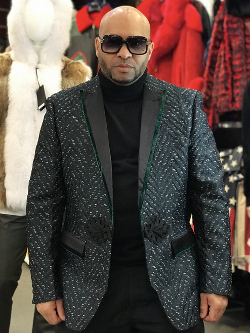 *GREEN*This is a must have addition to your wardrobe for this SEASON. There is so much you can do with this blazer. Have some fun and let your imagination go wild!Velvet Lined CollarTom Ford Style Peak LapelsUnique Toggle ClosureTwo Interior Chest PocketsVelvet Lined PocketsModern FitImportedDry Clean OnlyDetailed