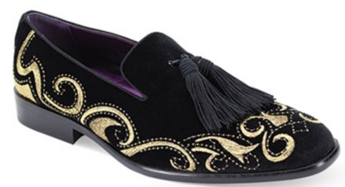 This fashion-forward smoking shoe features a modern silhouette that is highlighted by its luxurious Silver pattern velour upper. This season, leave no head unturned with the Velour Slip On and fancy tassel