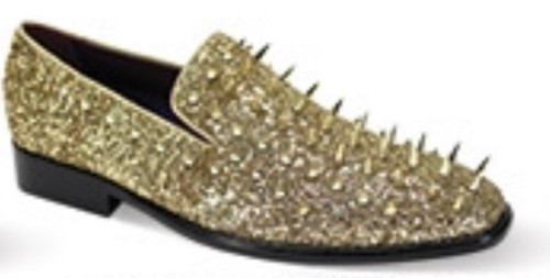 This fashion-forward smoking shoe features a modern silhouette that is highlighted by its luxurious spikes. This season, leave no head unturned with the Sleek Slip On.