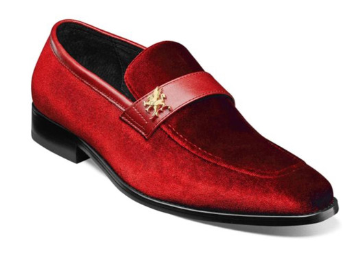 Few things are as eye-catching or elegant as velour. The Stacy Adams Bellino Moc Toe Saddle Slip On uses that luxurious material and adds a matching leather saddle to create the seasons most fashionable slip-on.