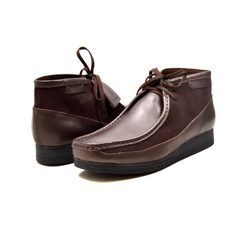 """This Classic British Walker Shoe is an original moccassin style from nature. British Walker's has added it's design to this new style,""""New Castle,"""" to fit for comfort. It comes in leather and suede. The 3/4 design and our patent side design comes in color combinations for your dress style. This comes in a Black TPR Sole for more feet comfort.    Features:  Vintage lace-up Hand Crafted Leather and Suede Sole Material: TPR Fit:M/W"""