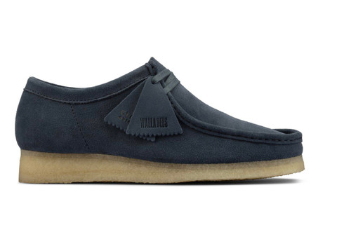The latest member of our Wallabee family, this style in turmeric uses contrast rubber detailing on the heel to add a new twist to a classic. Crepe soles, fob detailing and an alternative lace option complete the look.      Upper Material Suede Lining Material Sheepskin Sole Material Crepe Fastening Type Lace Removable Insole No
