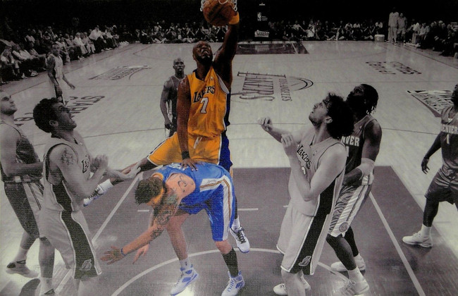 Lamar Odom UnSigned 13x20 Canvas Los Angeles Lakers Dunking over Birdman!