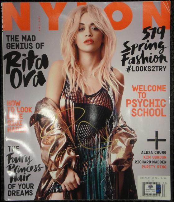 Rita Ora Autographed Hand Signed Full Magazine Nlyon Beautiful GV801332