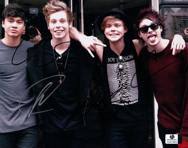 5 Seconds of Summer Band Signed 8X10 Photo Hemmings/Clifford/Hood/Irwin 814803