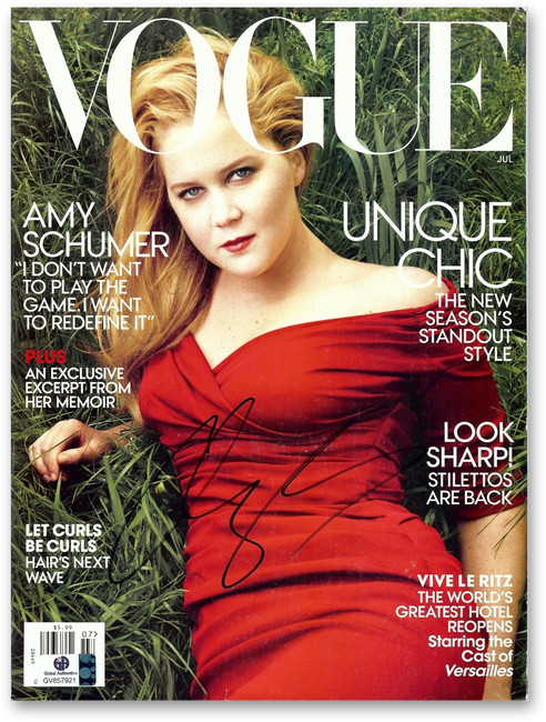 Amy Schumer Signed Autographed Vogue Magazine Gorgeous Sexy Cover GV857921