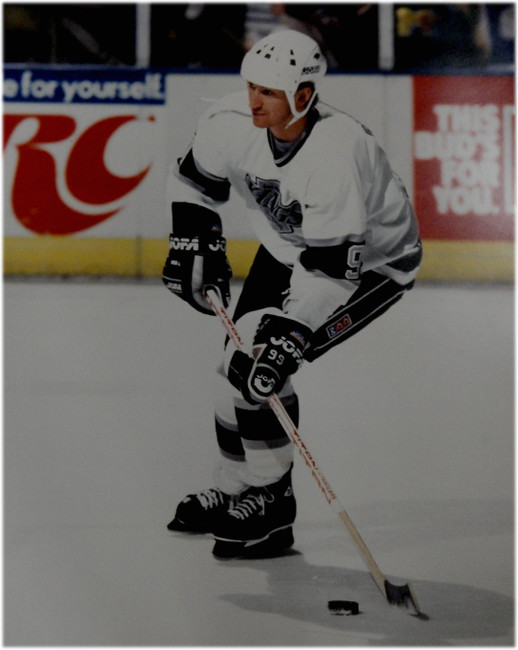 Wayne Gretzky Unsigned 16x20 Photo Los Angeles Kings Skating