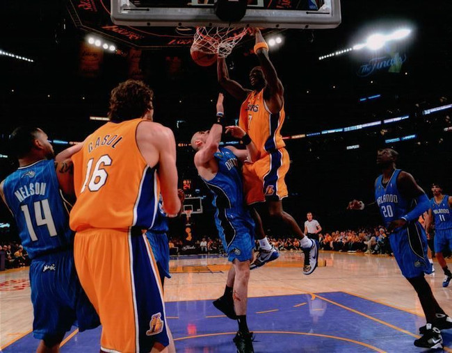Lamar Odom Unsigned 8X10 High Quality Lakers Photo Photograph Hanging on Rim