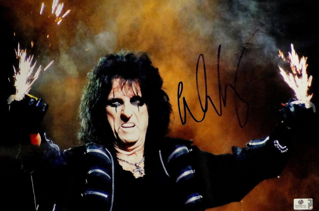 Alice Cooper Hand Signed Autographed 10x15 Photo Sexy Lead Singer Rock GA 756195