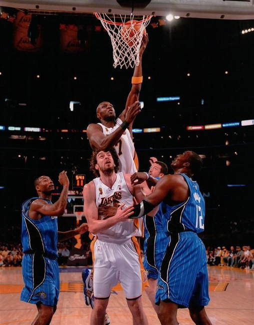 Lamar Odom Unsigned 8X10 High Quality Lakers Photo Photograph Dunk over Gasol