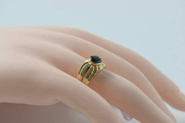 14K Yellow Gold Black Star Sapphire Ring with Center Split Shank, Size 8.5