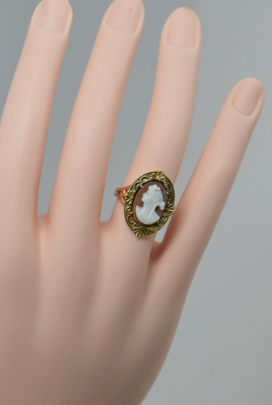 14K Yellow Gold Cameo Ring, Estate Piece, Circa 1960's, Size 6.75
