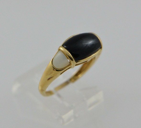 10K Yellow Gold Black onyx and Mother of Pearl Ring, Size 7.25