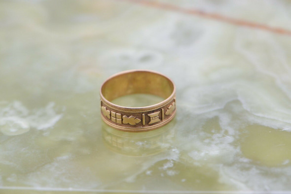 18K YG Unusual Carved Gold Band, Leaf & Block Decorated, Size 7.5, Circa 1900.