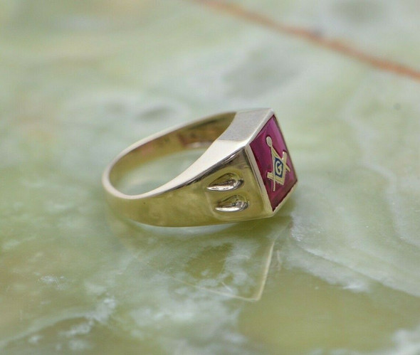 10K YG Ruby Spinel Masonic Ring w/Gold & Blue Enamel Compass Circa 1950, Size 8