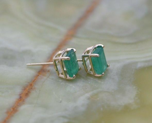 14K Yellow Gold Emerald Ear Studs in Basket Settings