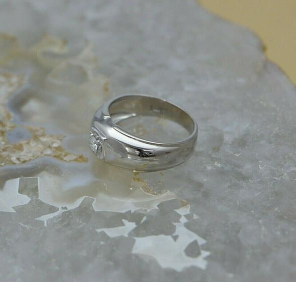 14K White Gold Diamond Ring Set in Square Central Panel Circa 1950 Size 9