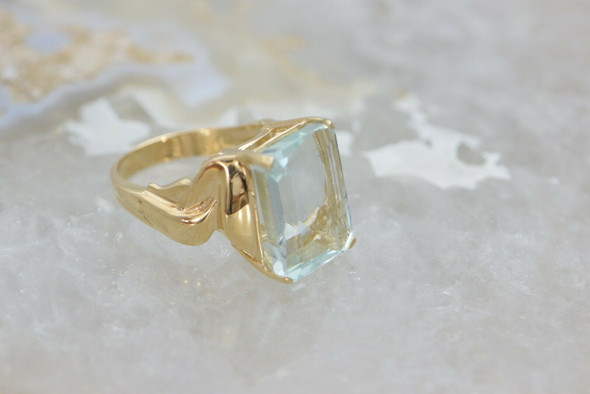 Large 14K Yellow Gold Aquamarine Ring Circa 1990 Size 7.75