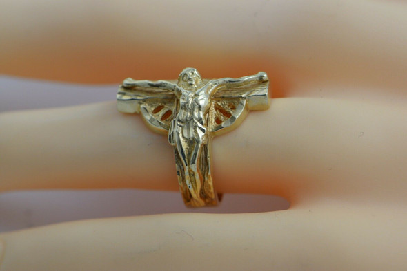 14K Yellow Gold Crucifix Ring with Full Bodied Christ Figure Size 10 Circa 1980