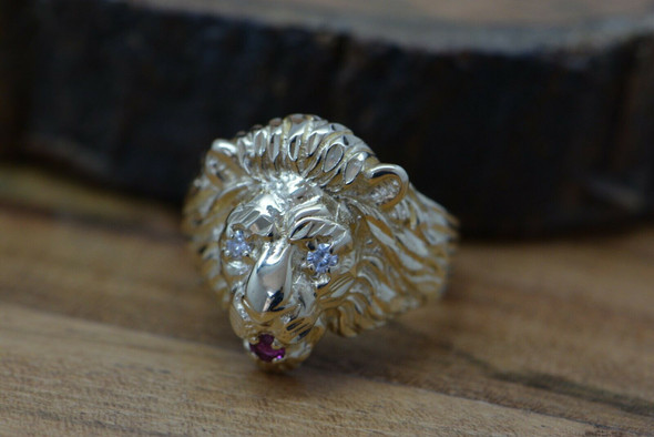 Vintage 14K YG Lion Ring with Diamond eyes and Ruby Mouth Size 8 Circa 1950
