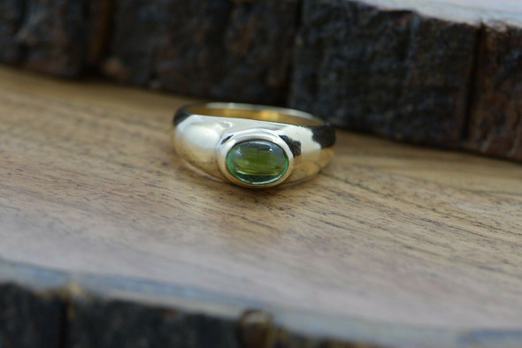 14K Yellow Gold Peridot Cabochon Ring Circa 1970 Size 9.5