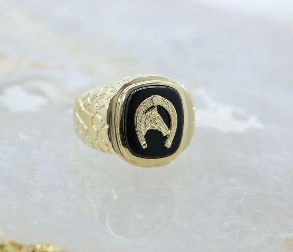 14K Yellow Gold Black Onyx Horse Ring Circa 1970 Size