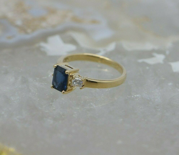 14K Yellow Gold Sapphire and Diamond Ring Size 5.25 Circa 1980