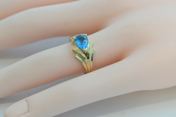 10K Yellow Gold Blue Topaz Ring with 4 Round Diamonds Size 7 Circa 1970