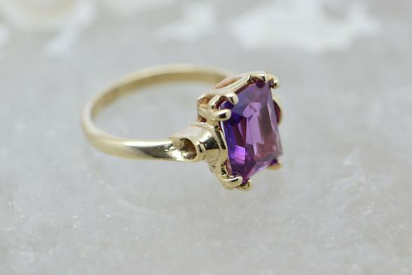 10K Yellow Gold Emerald Cut Purple Pink Stone Ring Size 6 Circa 1950